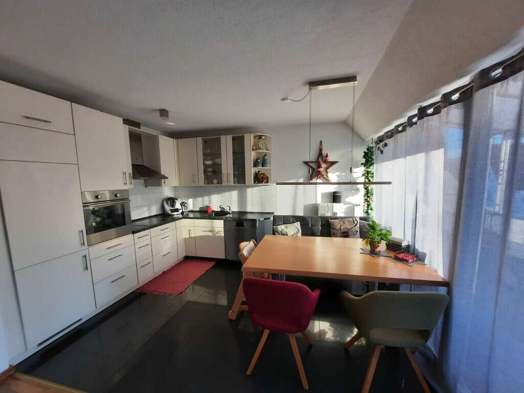 Moderne, helle Dachgeschosswohnung mit Schwedenofen und schöner Fernsicht in Plüderhausen