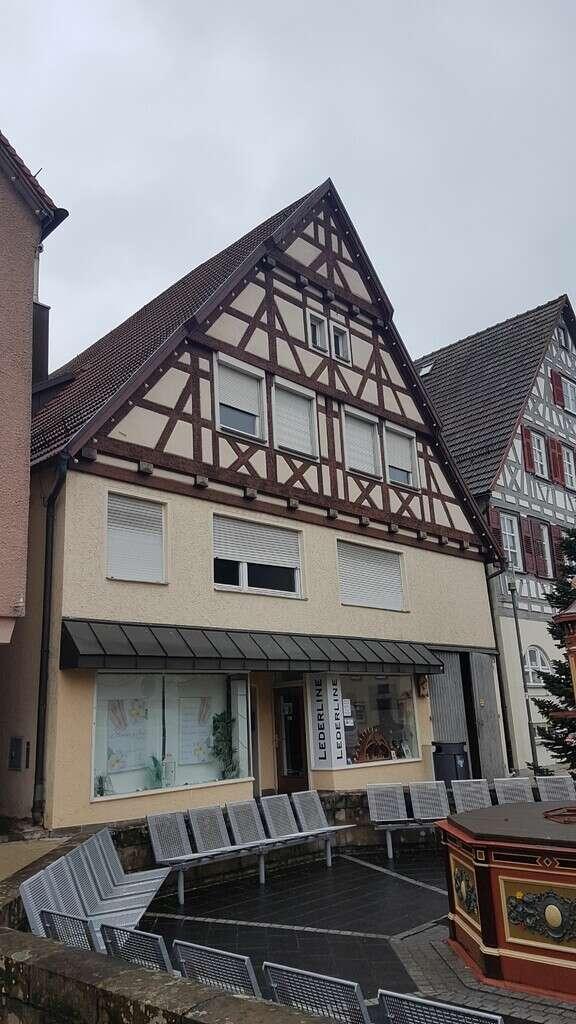 1 a Lage- Mitten in der Stadt ein Zweifamilienhaus + 2 Ladeneinheiten